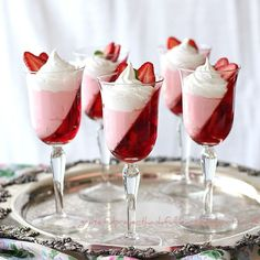 Recipe for eye-catching Jello Strawberry Parfait. Light and refreshing low calorie prefect for dieting dessert.