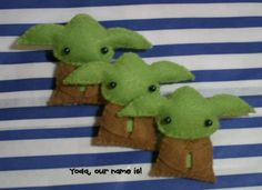 Star Wars Yoda doll felt brooch accessory by lafeecrochette - Totally making this into a finger puppet for Kyler!!!!