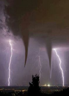 Twin Tornadoes - Oklahoma - Great shot with the double tornados and the 2 lightning strikes All Nature, Science And Nature, Amazing Nature, Pics Of Nature, Nature Pictures, Tornados, Thunderstorms, Natur Wallpaper, Amazing Photography