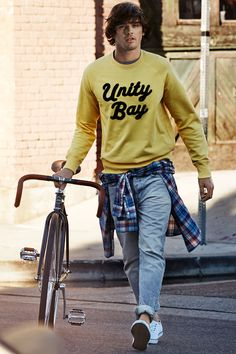 A relaxed yellow printed sweatshirt looks especially street-savvy with a casual plaid shirt and blue jeans. | H&M For Men