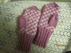 Arkimamman Arkiralli: Kennolapaset Ohje Fingerless Gloves, Arm Warmers, Knit Crochet, Knitting Patterns, Fashion, Fingerless Mitts, Moda, Knit Patterns, Fashion Styles
