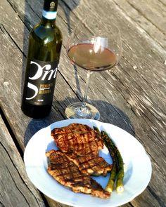 #redwine #premiumwine #vinuripremium #luxurywine #barbera #barolo #piemontewine #wine Red Wine, Alcoholic Drinks, Glass, Food, Drinkware, Corning Glass, Essen, Liquor Drinks, Meals