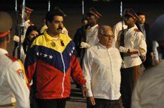 Nicolás Maduro (I), Presidente de la República Bolivariana de Venezuela, es recibido por el Dr. Rodolfo Alarcón Ortiz, Ministro de Educación Superior, a su llegada al aeropuerto Internacional José Martí, en La Habana, Cuba, el 26 de enero de 2014, para participar en la II Cumbre de la Comunidad de Estados Latinoamericanos y Caribeños (CELAC). AIN FOTO/Marcelino VÁZQUEZ HERNÁNDEZ