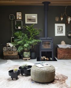 Loving the styling in this cosy space by photographed by I had to put the heating on yesterday, jumper time will soon be upon us. Hope Monday treat you all well. Best Home Interior Design, Interior Styling, Diy Home Decor On A Budget, Dark Interiors, Interior Plants, Industrial Living, Living Room Interior, Wall Colors, Apartment Living