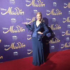 Moderatorin Ilka Groenewold auf der Premiere von Disneys #Aladdin #AladdinHamburg