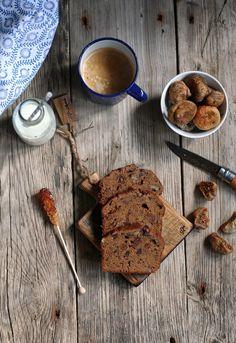 Pistachio: Ciasto bananowo czekoladowe z figami i orzechami.