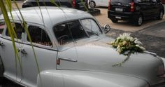 Antique Car for the wedding couple
