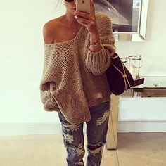 Take a look at 25 stylish winter outfits with boyfriend jeans and sweaters in the photos below and get ideas for your own amazing outfits! Mode Outfits, Casual Outfits, Fashion Outfits, Womens Fashion, Fashion Trends, Women's Casual, Fashion Guide, Fashionable Outfits, Fashion Hacks