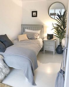 Superb Small Master Bedroom Decor Ideas To Try Asap Box Room Bedroom Ideas, Bedroom Layouts, Small Room Bedroom, Home Decor Bedroom, Small Rooms, Modern Bedroom, Box Room Ideas, Master Bedroom, Contemporary Bedroom