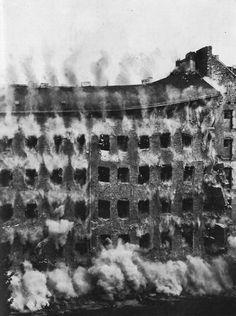DEMOLITION OF A BUILDING AT KÖSLINER STRASSE IN BERLIN, 1961