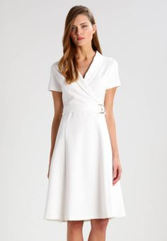 mint&berry. Jersey dress - white alyssum. Outer fabric material:66% viscose, 29% poly amide, 5% spandex. Pattern:plain. Care instructions:do not tumble dry,machine wash at 30°C,Machine wash on gentle cycle. Neckline:Cache-coeur. Sleeve len...