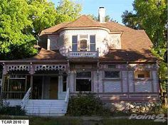 1897 Stick Victorian, Sonora, CA – $104,900 I WANT this one!! The potential is amazing!!