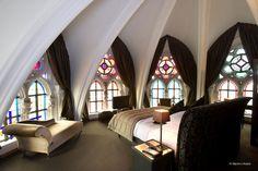 O site Trivago fez uma lista com os dez hotéis mais incomuns e incríveis do mundo. Veja a lista na galeria de fotos abaixo (passe o mouse na foto para ver a descrição do hotel). Via Folha.