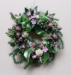 A Pretty Wreath for Barbie or Scale Dollhouse Decorating