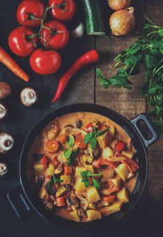 Intialainen kasvispata - puhtaasti kotimainen food recipes in 2018 pinteres Veggie Dinner, Joy Of Cooking, Garam Masala, I Love Food, Food Inspiration, Food Videos, Healthy Living, Food Porn, Food And Drink