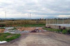 Balsa de residuos lixiviados situada en el Barranco del Poyo . Archivo EFE/MG Country Roads, Red, Life, Heineken, Remainders, Journaling, Computer File, News