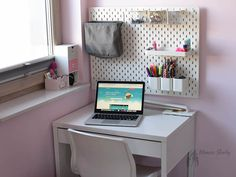 #czytanie #pszczółka #domowaedukacja #homeschooling Vanity, Mirror, Furniture, Home Decor, Dressing Tables, Powder Room, Decoration Home, Room Decor, Vanity Set