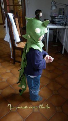 Un Imke en déguisement de dinosaure