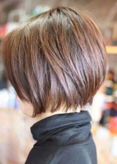 Woman+with+Short+Graduated+Bob+Hairstyles
