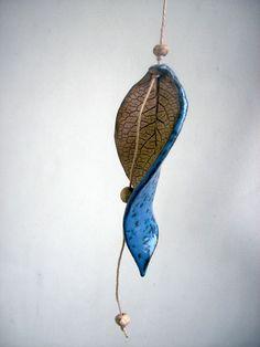 ♥BLAU mit Sprenkeln♥ Blatt-Windspiel aus Keramik  von Beck-Keramik auf DaWanda.com