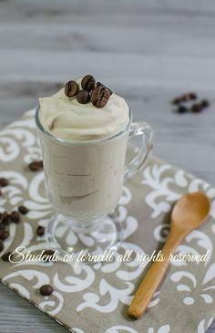 spuma caffè velocissima panna caffè solo 2 ingredienti senza uova e senza cottura ricetta dolce estiva crema