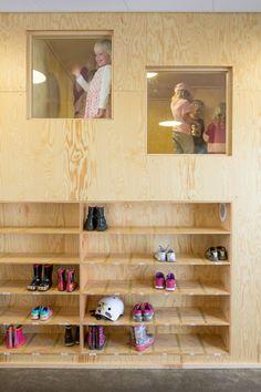 kita-berlin drachenhöhle interieur teppich-wand grün-baum, Schlafzimmer design