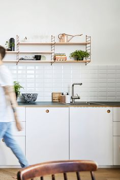 Reform Basis 01 kitchen on IKEA elements. White painted drawers and fronts, and a countertop in linoleum in 'Conifer' New Kitchen, Kitchen Dining, Kitchen Decor, Kitchen White, Danish Interior Design, Interior Design Kitchen, Danish Design, Kitchen Base Cabinets, Kitchen Flooring