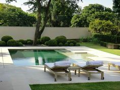 A pretty little pool in São Paulo by Gilberto Elkis Paisagismo