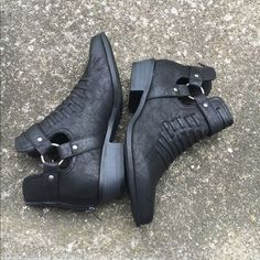 HP 5/20  black booties • brand new • just not my style • definitely good for a size 7.5 JustFab Shoes Ankle Boots & Booties
