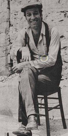 Ne Sağlam Direkmiş #KemalSunal #EskiGazete #EskiHaber #Nostalji #TozluMagazin #Vintage #VintageNews #Retro #RetroNews Turkish Actors, Good Old, I Movie, Old School, Famous People, Istanbul, Pop Art, Cartoon, History