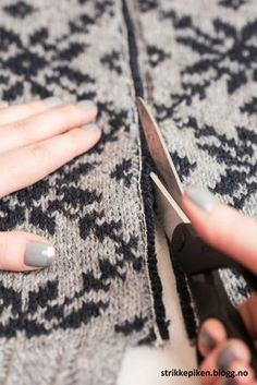 Jeg har i lang tid hold på med Fair Isle Knitting Patterns, Fair Isle Pattern, Knit Patterns, Filet Crochet, Knit Crochet, Yarn Storage, How To Purl Knit, Knitting Projects, Hand Knitting