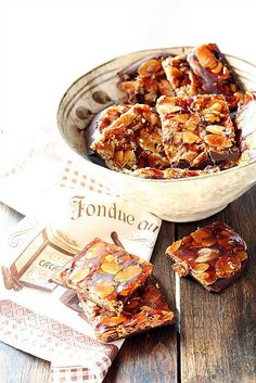 Almond and chocolate crisps