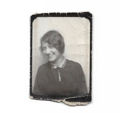 Beautiful Flapper Wallet Photo Lovely Smile Marcel Wave Hair Bob Photo Booth Creased Snapshot Carried In Wallet Black & White Photobooth Antique Photos, Vintage Photos, Marcel Waves, T Strap Shoes, Louise Brooks, Lovely Smile, Dog Beach, 1920s Flapper, Wave Hair