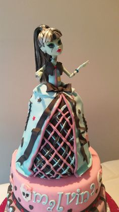 Monster high doll cake Frankie