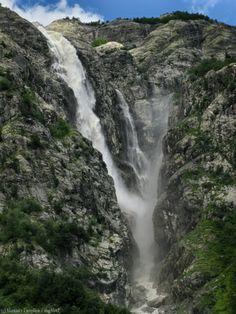 Main waterfall near Ushba / Главный из ушбинских водопадов. Сванетия, Грузия.