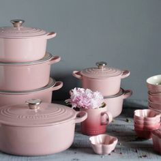 The Le Creuset Oasis Collection .I want Pink Le Creuset! Love this cookware! Cocinas Kitchen, Pink Houses, Everything Pink, Kitchen Accessories, Pink Home Accessories, Kitchen Gadgets, Kitchen Tools, Kitchen Dining, Gold Kitchen