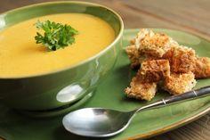 Sopa de mandioca com brócolis