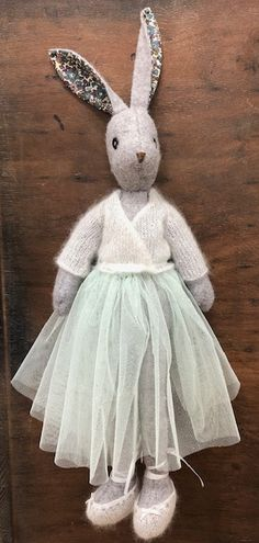 Ballet Set knitting cardigan and slippers for luna lapin Doll Sewing Patterns, Sewing Dolls, Knitting Patterns, Sewing Crafts, Sewing Projects, Fabric Animals, Fabric Toys, Stuffed Animal Patterns, Stuffed Animals