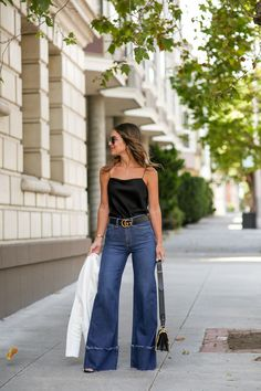Sharing a new pair of high waisted flare denim and how I styled them in San Francisco! Also touching on the topic of flare jeans and if theyre in style. - Flare Jeans for women - Ideas of Flare Jeans for women Flare Jeans Outfit, Jeans Outfit Winter, Denim Outfit, High Waisted Black Jeans, High Waisted Flares, Denim Flares, Waisted Denim, High Jeans, Jean Outfits