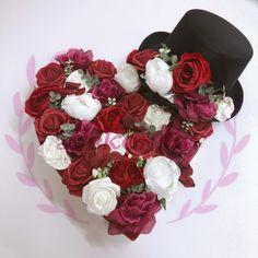 Srdce Velikost: 39x 42cm Základ je polystyrénové srdíčko s třemi přísavkami. Cena: 569,-  Cylindr Součástí cylindru jsou 2 přísavky. Cena: 319,- Floral Wreath, Vase, Crown, Wreaths, Home Decor, Floral Crown, Corona, Decoration Home, Door Wreaths