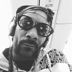 Pin for Later: 102 Célébrités à Suivre Sur Snapchat Snoop Dogg: snoopdogg213