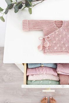 Crochet Baby Kimono- Pattern & Tutorial – Crochet Baby Kimono- Pattern & Tutorial – Learn the basics Kimono Pattern Free, Crochet Baby Cardigan Free Pattern, Crochet Jacket, Crochet Blanket Patterns, Baby Knitting Patterns, Baby Kimono, Pull Bebe, Bobble Stitch, Crochet Baby Clothes