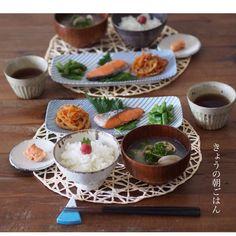 instagram - 梅干しのせご飯、あさりのお味噌汁、いんげんの胡麻和え、焼き鮭、生姜入りきんぴられんこん、たらこ