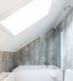 Badekar og dusj. #bad #skråtak #takvindu #betonglook #psikea #badekar #badekarunderskråtak #CrackedCement