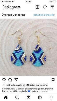 Brick Stitch Earrings, Seed Bead Earrings, Diy Earrings, Crochet Earrings, Triangle Earrings, Beaded Earrings Patterns, Beading Patterns, Seed Beads, Groomsmen