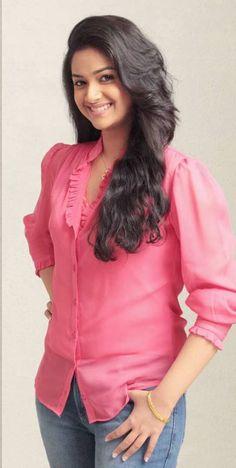 Cute Actress keerthi suresh Pics n Vids (glamour) Most Beautiful Indian Actress, Beautiful Actresses, Girl Fashion Style, Women's Fashion, Stylish Girl Pic, South Indian Actress, Hot Dress, Indian Designer Wear, Indian Girls
