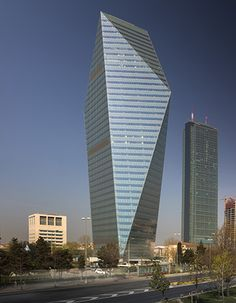 Kristal Kule Finansbank Headquarters   Istanbul, Turkey   Pei Cobb Freed & Partners  Architects   photo by Fernando Guerra