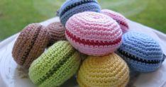 Att baka macarons har blivit väldigt populärt. Min syster har till exempel gjort det till sin livsuppgift att få till den perfekta macarone... Mini Cafe, Crochet Food, Macarons, Some Ideas, Crochet Animals, No Bake Cake, Baby Toys, Knitted Hats, Diy Crafts