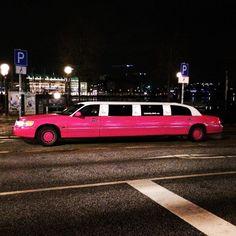 """""""#limousine #limo #alster #pink #nacht #geilefarbe #ichwilldamitfahren """""""