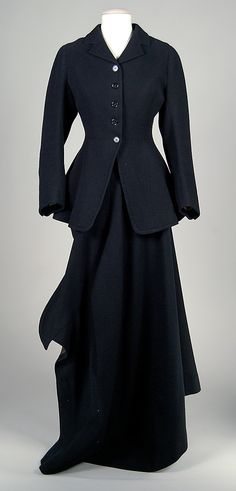 Riding Habit which belonged to Eleanor Hewitt, by W. Volker, 1900–1909. This suit, made by British maker, W. Volker, is an example of the side-saddle habits which women generally wore for riding until the 1930s, when it became more acceptable for them to ride astride.